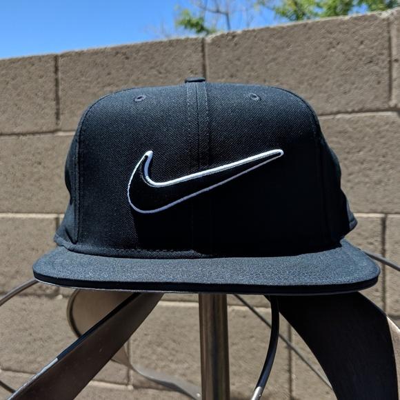 Nike Golf Hat Wide Flat Brim NWT Adjustable 0814e58cb6a